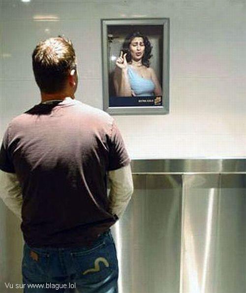 blague-divers-WC-femme-photo-qui-se-moque