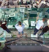 blague-divers-blacon-en-verre-haut-immeuble