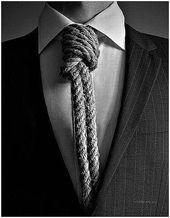 blague-divers-cravatte-corde-au-coup