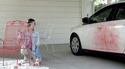 blague-divers-peinture-voiture-boulette-femme