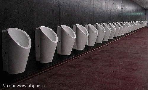 blague-divers-urinoir-par-dizaine