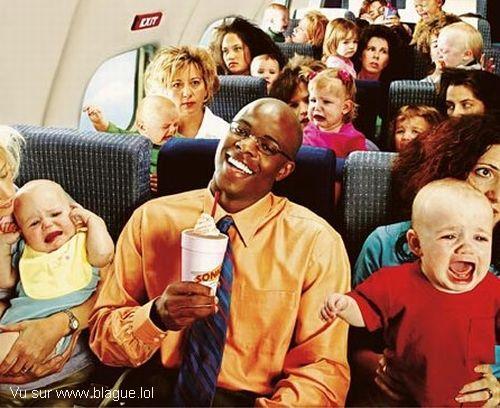 blague-divers-voyage-en-avion-plein-d-enfants-qui-pleurent