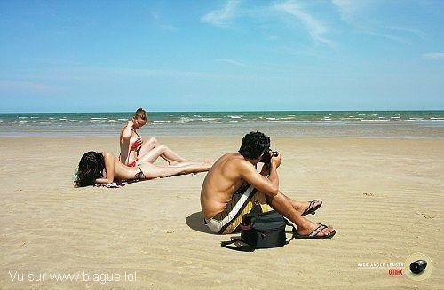 blague-femme-deux-femmes-plages-appareil-photo-objectif-grand-angle