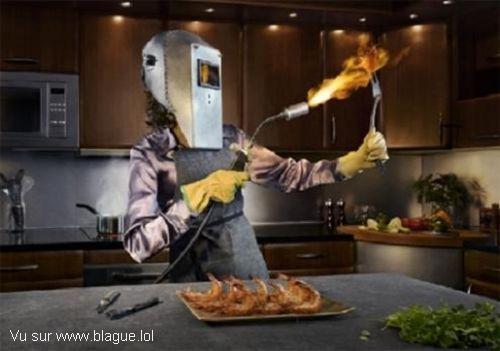 blague-femme-griller-viande-au-chalumeau