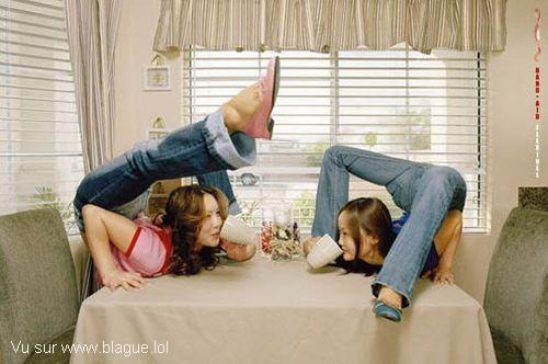 blague-femme-pause-cafe-femmes-contorsionnistes