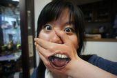 blague-femme-tatouage-main-forme-de-bouche