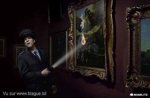 blague-marque-gardien-de-musee-distrait