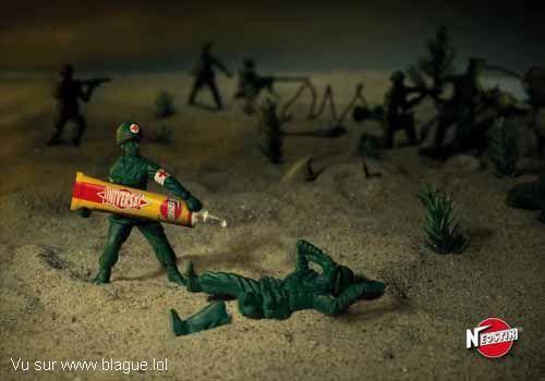 blague-marque-soldat-jouet-superglue