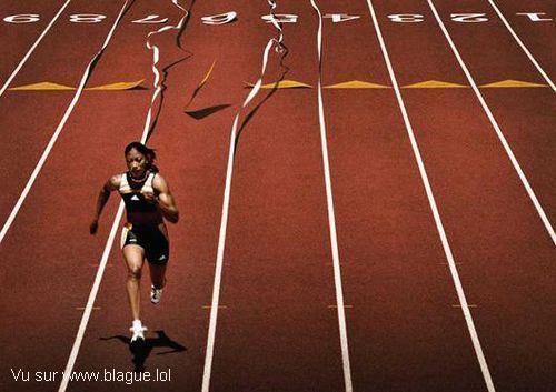 blague-sport-sprinteuse-decollant-marquage-au-sol