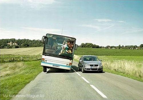 blague-transport-bus-chavire-admirer-voiture